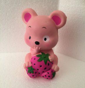 Mus med jordbaer pink squishy