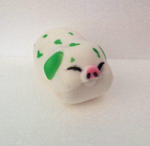 Gris med grønne pletter - squishy soft
