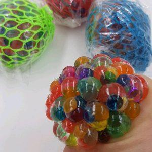Stressbold i farvet net med vandperler udsalg